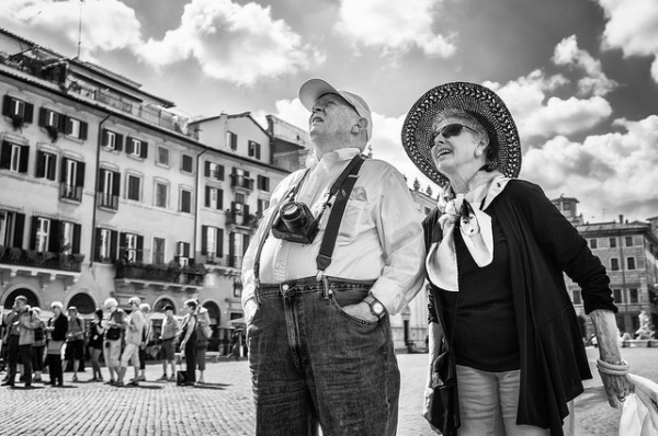 Rome Tourists - by Luca Sartoni (creative commons)