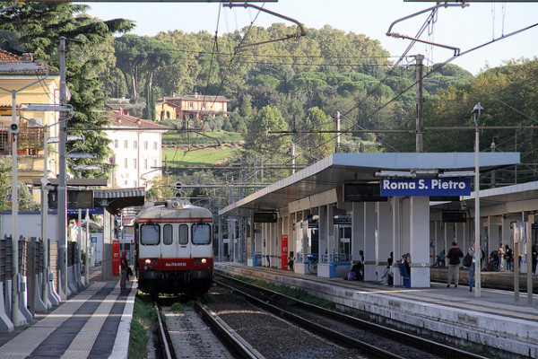 Train in Rome - by CucombreLibre (creative commons)