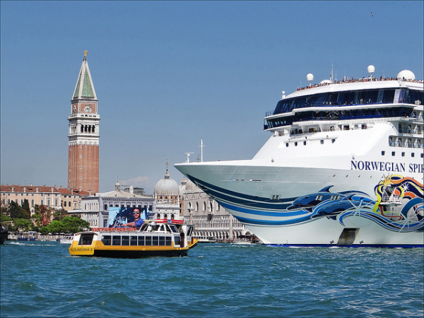 Cruise ship in Venice || creative commons photo by Jean-Pierre Dalbera