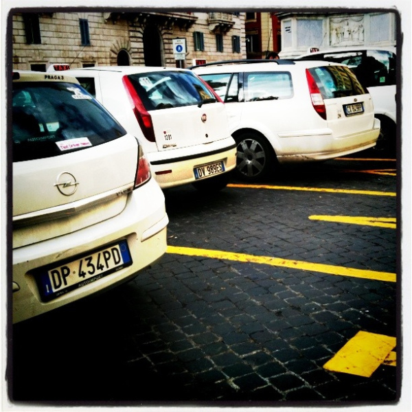 Rome Taxis || creative commons photo by sunshinecity
