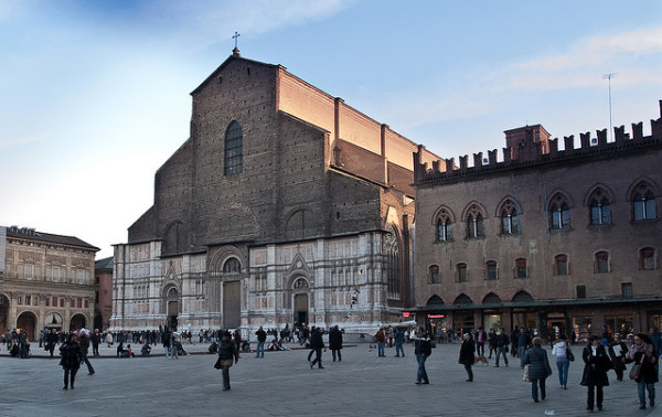 Bologna Piazza Maggiore || creative commons photo by Michele Ursino