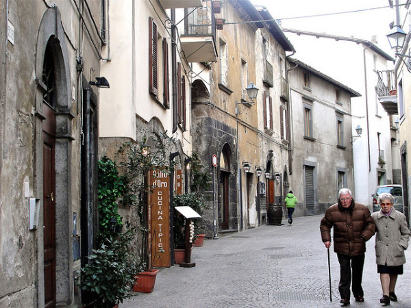 Walking in Orvieto || creative commons photo by Umbria Lovers