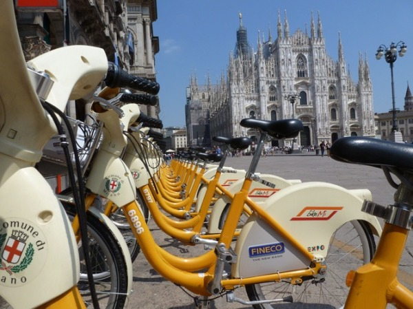 BikeMi station at the Duomo || courtesy of BikeMi