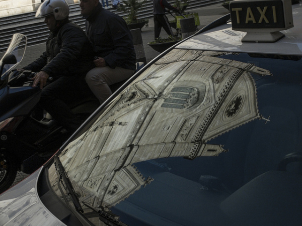 Taxi in Naples || creative commons photo by Raffaele Esposito