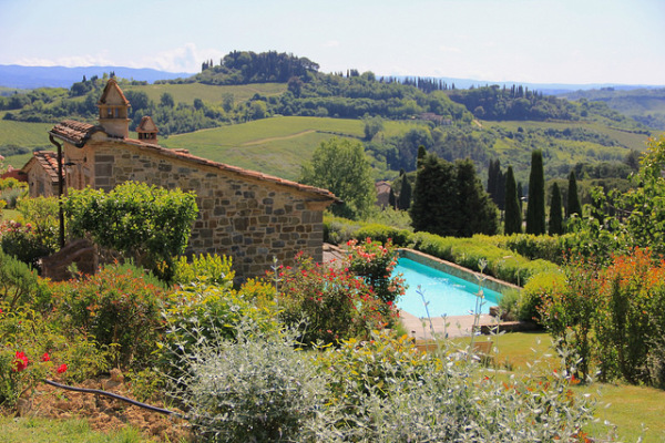 Agriturismo in Tuscany || creative commons photo by Michela Simoncini