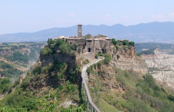 Civita di Bagnoregio || creative commons photo by Alejo2083