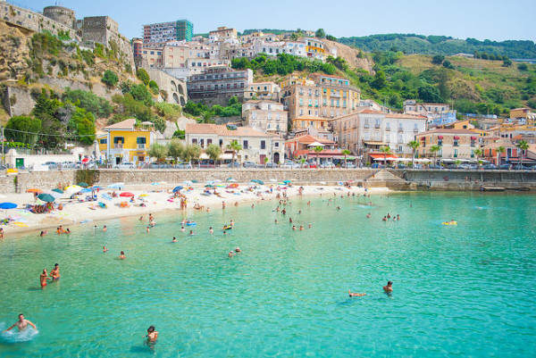 Beach in Calabria in July || creative commons photo by Piervincenzo Madeo