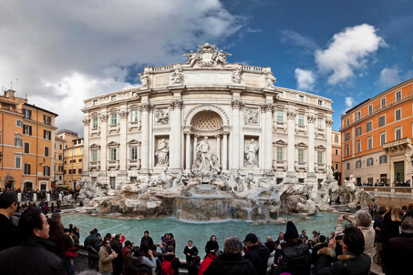 Still crowded at the Trevi Fountain in December || creative commons photo by Benson Kua