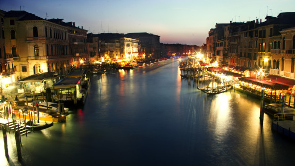 Grand Canal at Night || creative commons photo by Kosala Bandara