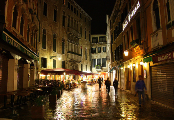 Venice at night || creative commons photo by niall62