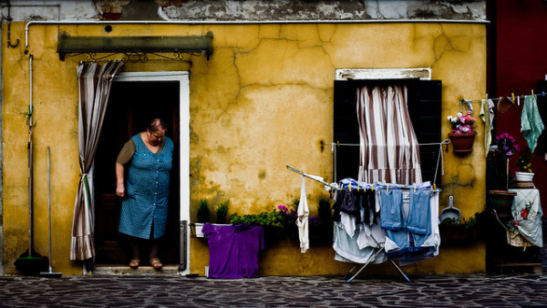 Doing the laundry || creative commons photo by Hernán Piñera