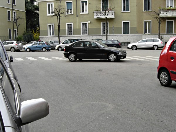 Car parked in middle of intersection (& crosswalk) in Milan || photo by Jessica Spiegel, all rights reserved