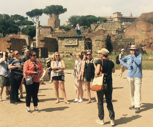 Guided tour in the Roman Forum || creative commons photo by markheybo
