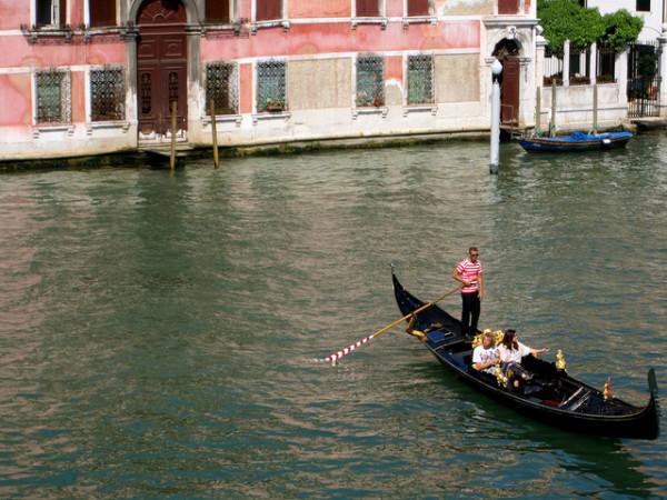 Gondola ride in Venice || creative commons photo by La Citta Vita