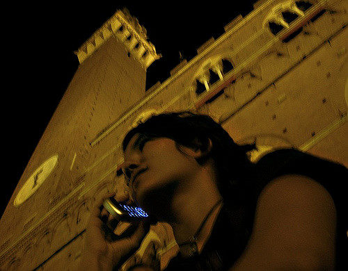 Phone call in Siena || creative commons photo by Duccio Moon