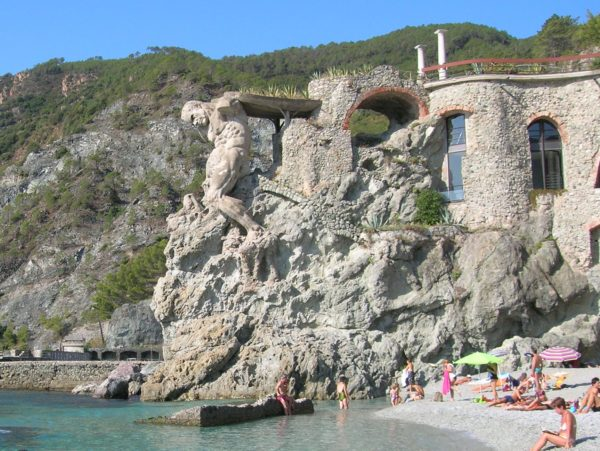 Neptune statue in Monterosso || creative commons photo by giomodica