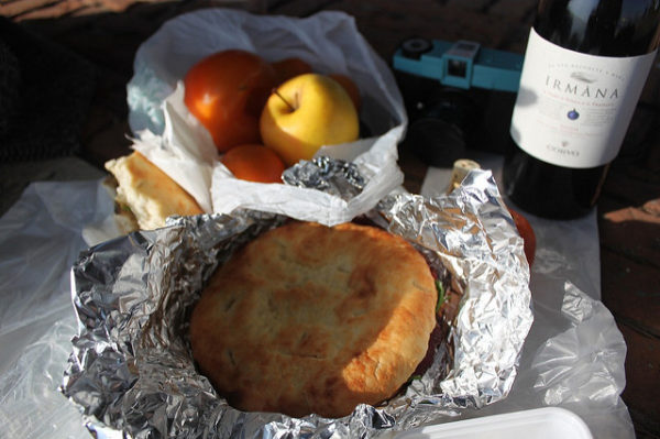 Simple Italian picnic || creative commons photo by Luis Eduardo P Tavares