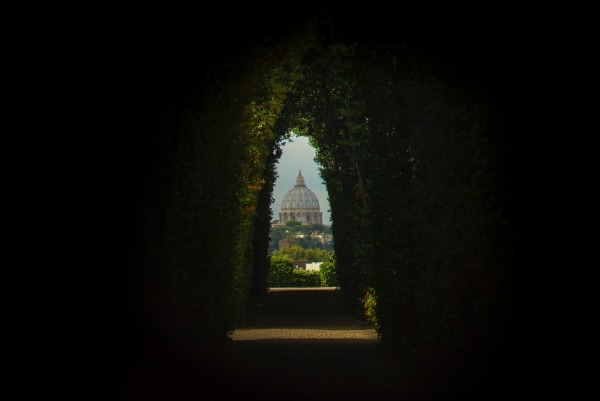 Knights of Malta Keyhole || creative commons photo by Galen Crout