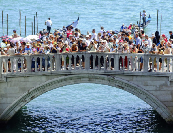 Crowd forming to see the Bridge of Sighs in Venice || creative commons photo by Shaun Dunmall