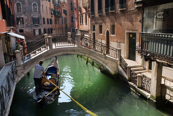 Venice gondola || creative commons photo by Jorge Royan
