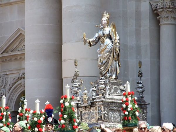 Santa Lucia statue during her feast day procession in Siracusa    creative commons photo by Salvo Cannizzaro