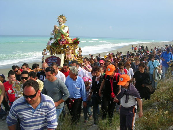 Procession for the Festa di Sant'Andrea sul mare in Monasterace || creative commons photo by Marcuscalabresus