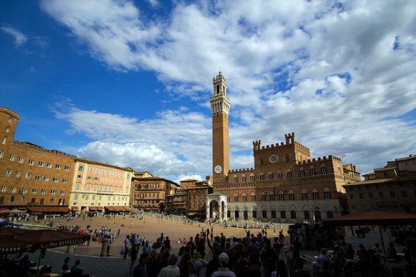 Siena's Piazza del Campo || creative commons photo by Alex