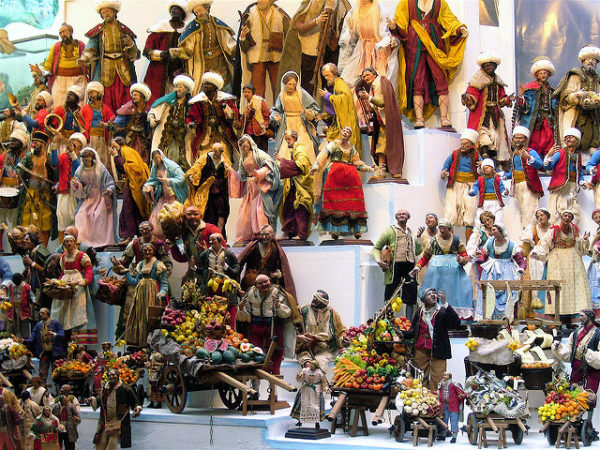 Traditional presepio figures for sale || creative commons photo by raffaella
