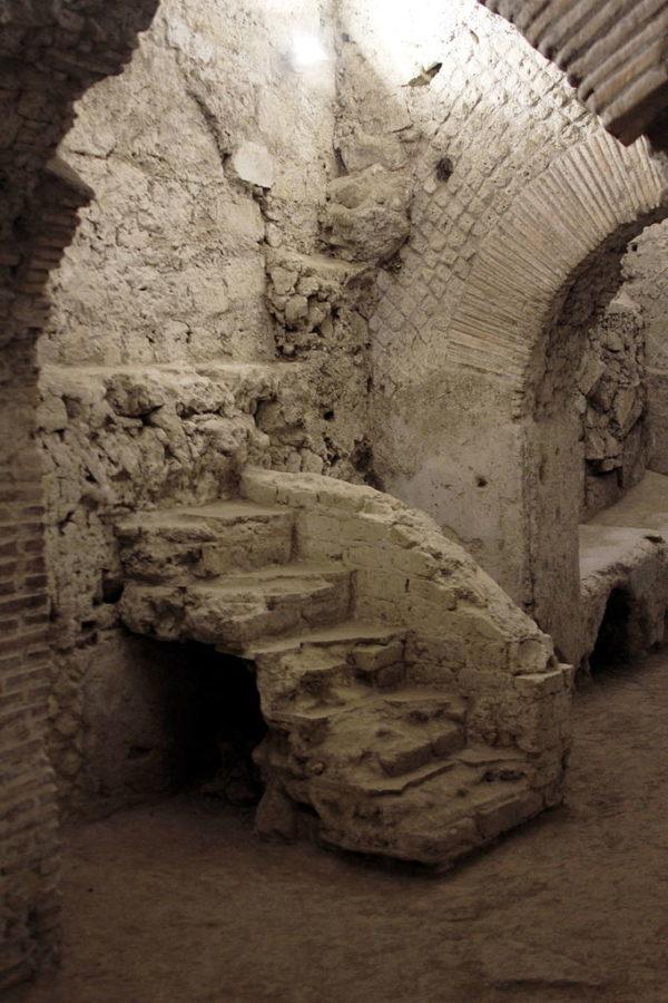 Ruins under San Lorenzo Maggiore || creative commons photo by José Luiz Bernardes Ribeiro / CC BY-SA 4.0