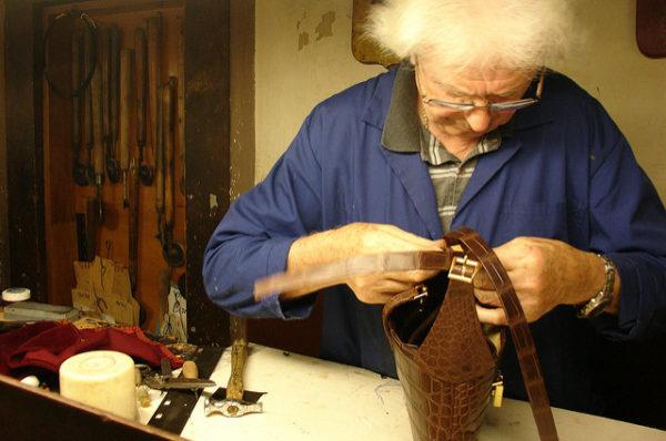 Santa Croce leather school artisan || creative commons photo by Vernaccia