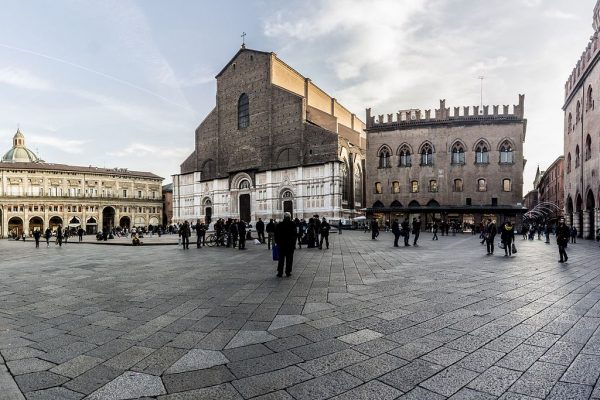 Piazza Maggiore || creative commons photo by Vanni Lazzari