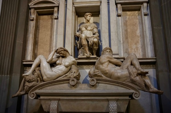 Michelangelo sculptures in Medici Chapels || creative commons photo by Aleksandr Zykov