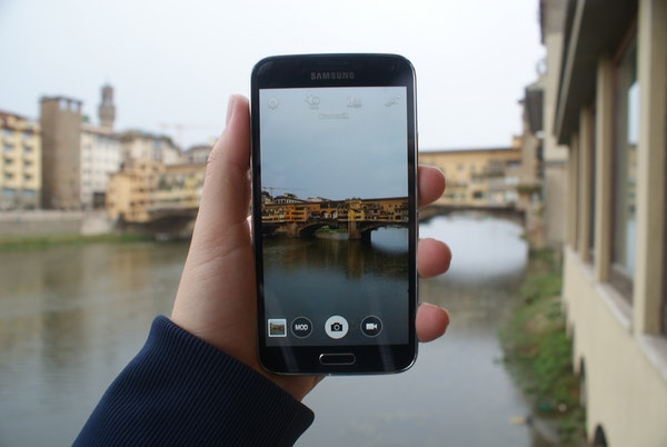 Using Your Cell Phone in Italy (Without Spending a Fortune